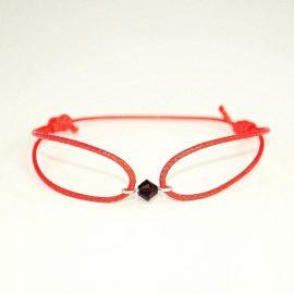 Czerwona bransoletka z biconem G
