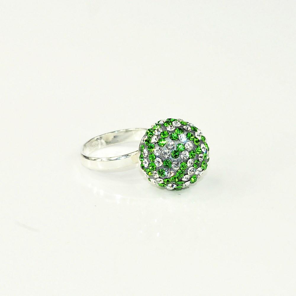 Pierścionek kulka z kryształami Swarovskiego