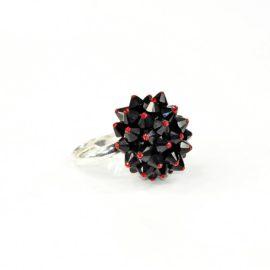 Pierścionek z kryształami Swarovskiego
