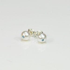 Kolczyki z białą perłą A